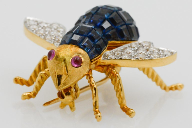 Blue Sapphire, Diamond and Ruby 18 Karat Yellow Gold Bee Pin For Sale 1