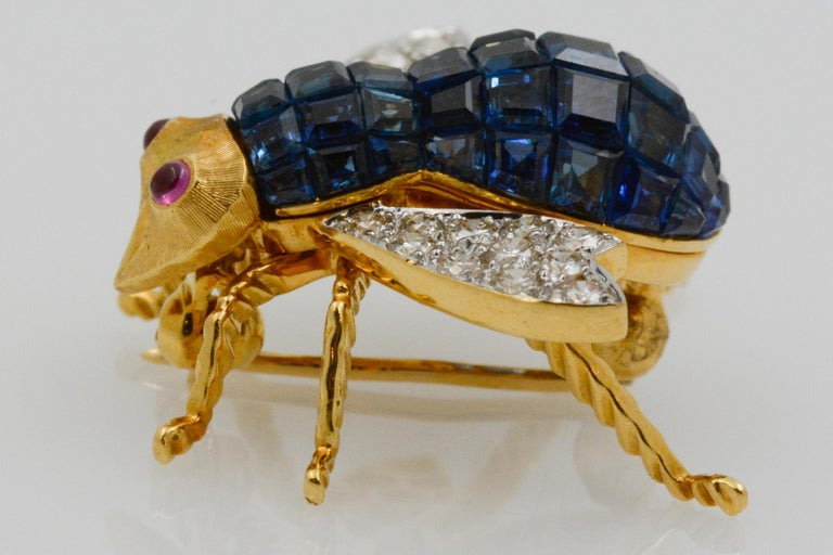 Blue Sapphire, Diamond and Ruby 18 Karat Yellow Gold Bee Pin For Sale 3