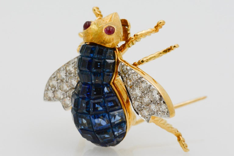 Blue Sapphire, Diamond and Ruby 18 Karat Yellow Gold Bee Pin For Sale 4