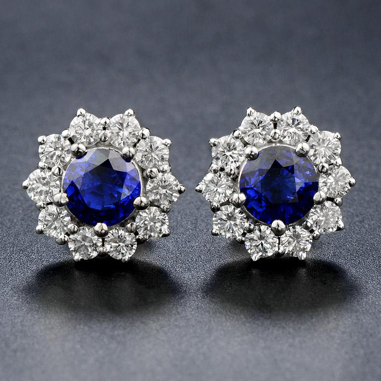 Stud Earrings with Blue Sapphire and Diamond (Art Deco Style). If you are looking for a gift to your special person such as wife, mom, grandmother. this style is suitable with them :)  Center Blue Sapphire (Round, size 6.0 mm.) 2.0