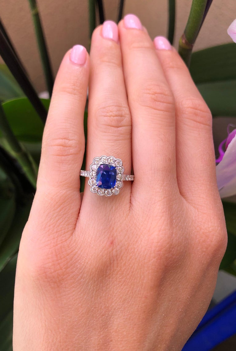 Modern Sapphire Ring Cushion Cut 2.20 Carats For Sale