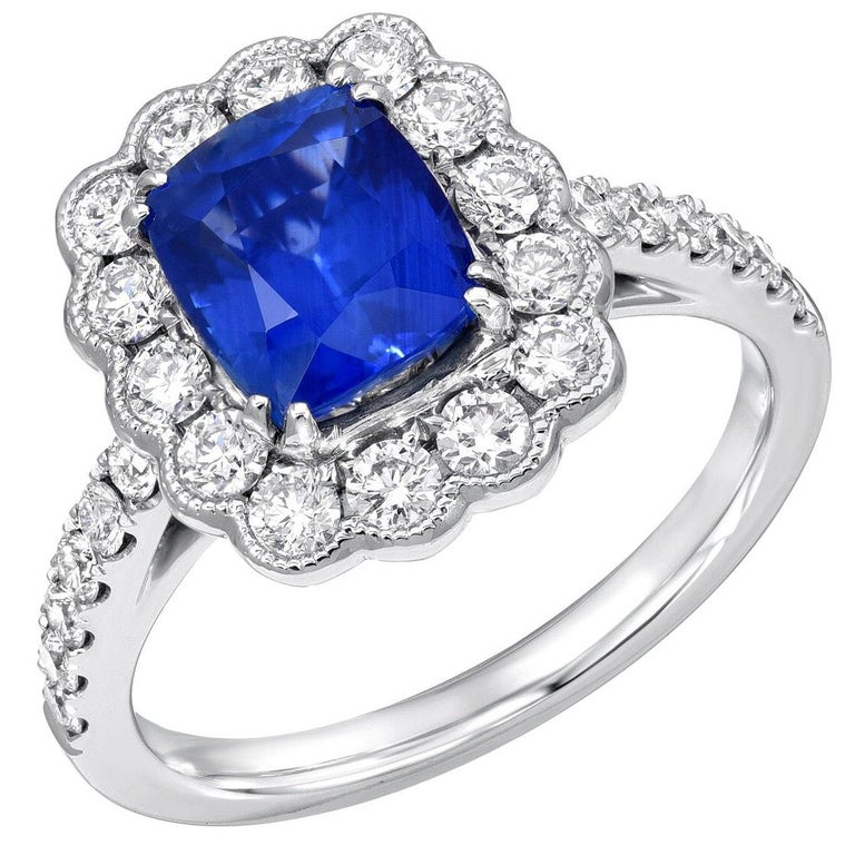 Sapphire Ring Cushion Cut 2.20 Carats For Sale