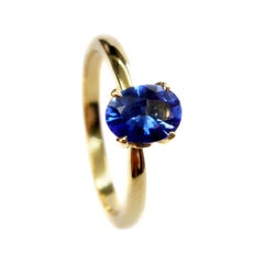 Blue Sapphire Solitaire Ring in 18 Karat Yellow Gold