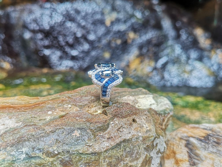 Blue Sapphire with Diamond Ring Set in 18 Karat White Gold Settings For Sale 6
