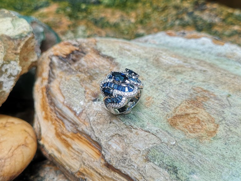Blue Sapphire with Diamond Ring Set in 18 Karat White Gold Settings For Sale 7
