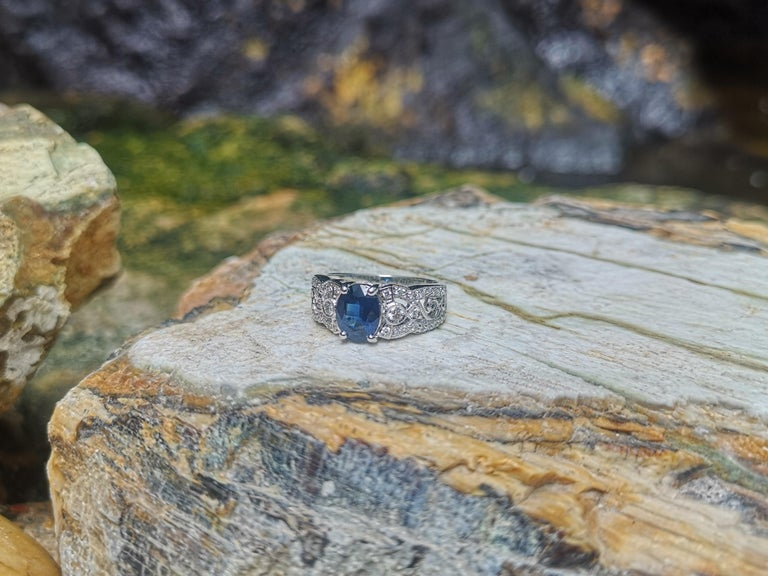 Blue Sapphire with Diamond Ring Set in 18 Karat White Gold Settings For Sale 3