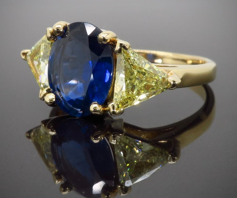 Blue Sapphire and Yellow Diamond Three-Stone Ring In Excellent Condition For Sale In Webster, NY