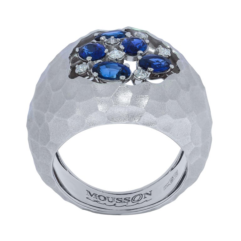 Blue Sapphires Diamonds 18 Karat White Gold Small Oasis Ring Hot desert - nothing alive around. But it is necessary to appear a sip of water, and life awakens. It was the deserts that inspired our designers to create this Ring. Incredibly dry, the