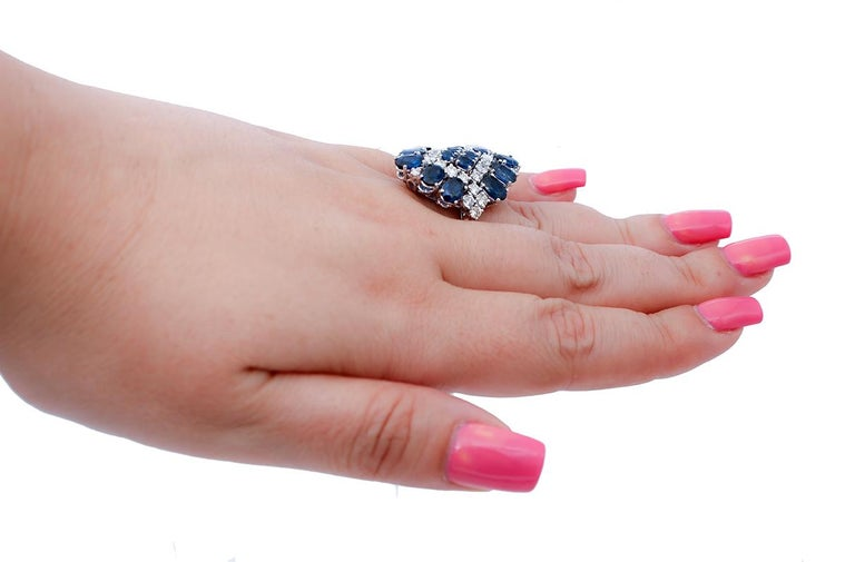 Blue Sapphires, Diamonds, 14 Karat White Gold Ring In Good Condition For Sale In Marcianise, Marcianise (CE)