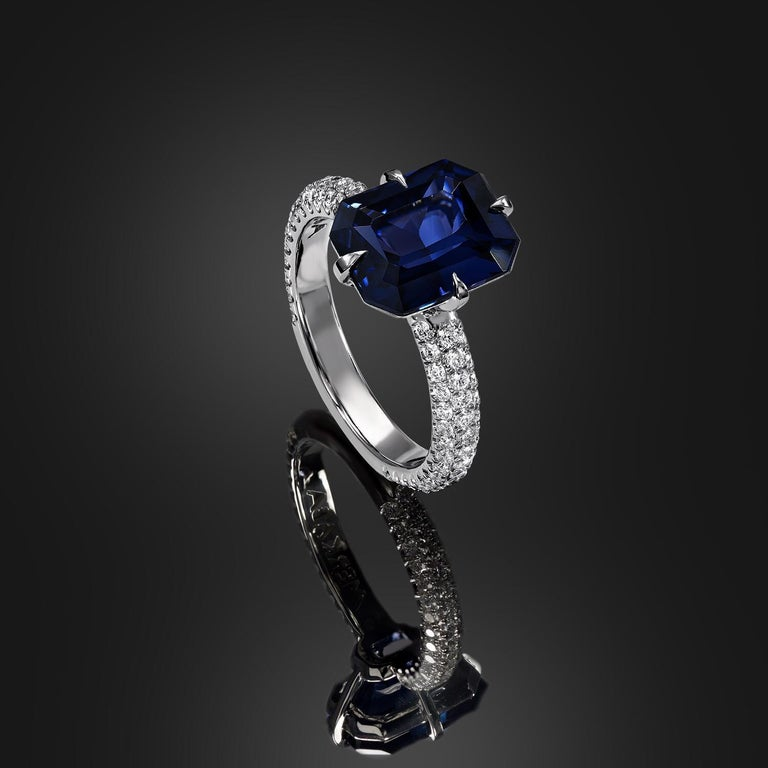 Blue Spinel Ring 4.01 Carat Emerald Cut In New Condition For Sale In Beverly Hills, CA