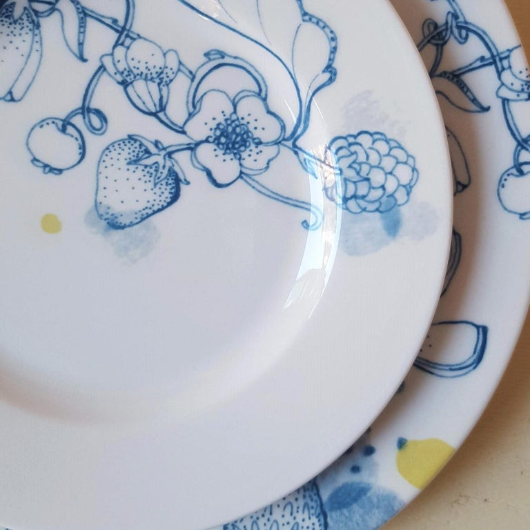 Blue Summer, Contemporary Porcelain Bread Plates Set with Blue Floral Design In New Condition For Sale In MILAN, IT