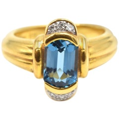 Blue Topaz and Diamond Ring 18 Karat Yellow Gold