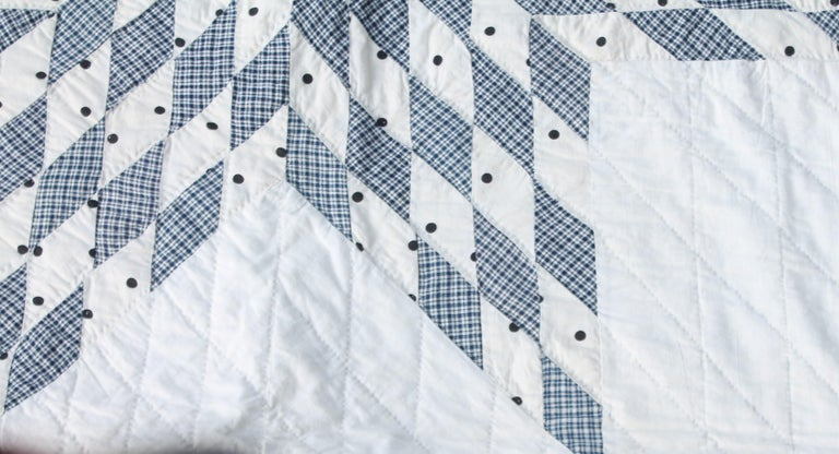 Blue and White Eight Point Star Quilt In Good Condition For Sale In Los Angeles, CA