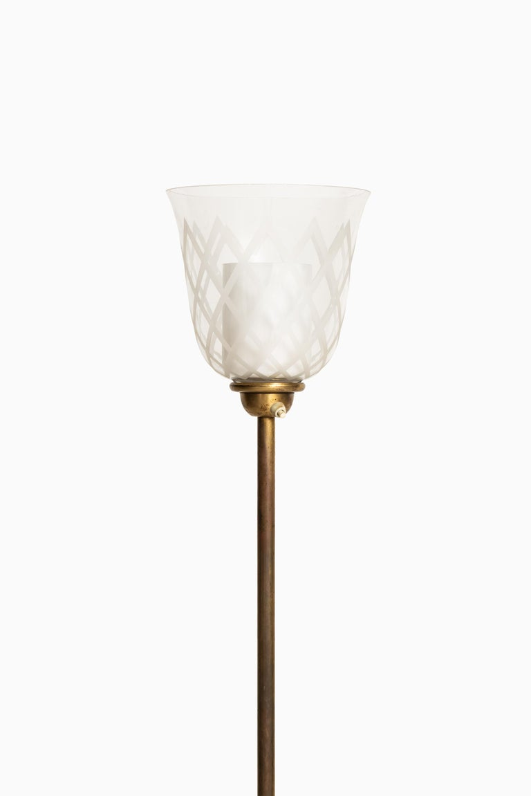 Rare floor lamp / uplight designed by Bo Notini. Produced by Glössner & Co. in Sweden.