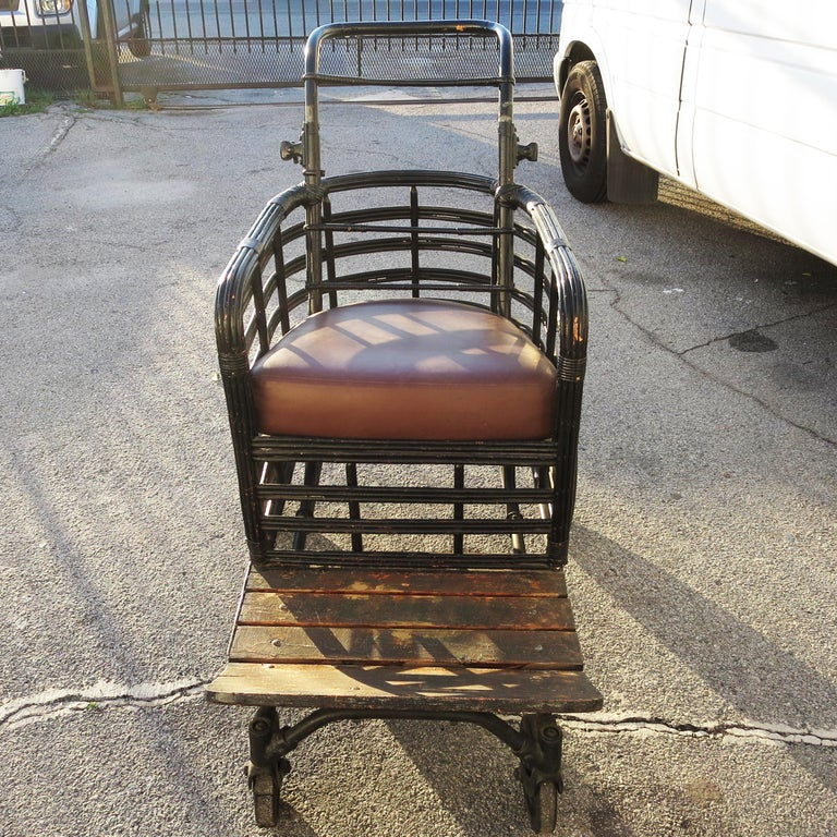 Early 20th Century Boardwalk Stroller Chair in Painted Wicker For Sale