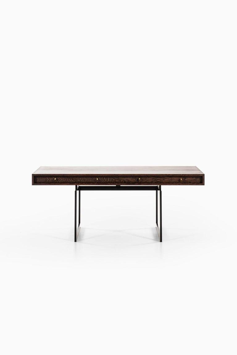 Very rare freestanding desk model 901 designed by Bodil Kjær. Produced by E. Pedersen & Søn in Denmark.