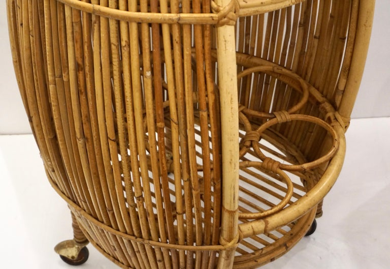1950s Italian Vintage Mid-Century Modern Natural Rattan Cylindrical Bar Trolley For Sale 5