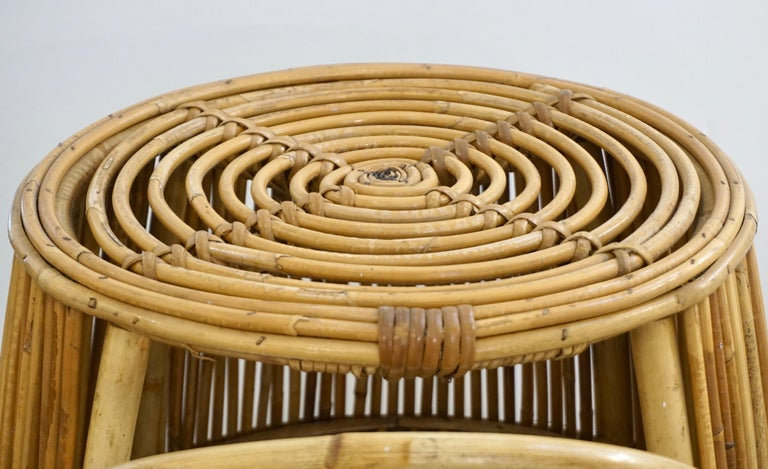 1950s Italian Vintage Mid-Century Modern Natural Rattan Cylindrical Bar Trolley For Sale 8
