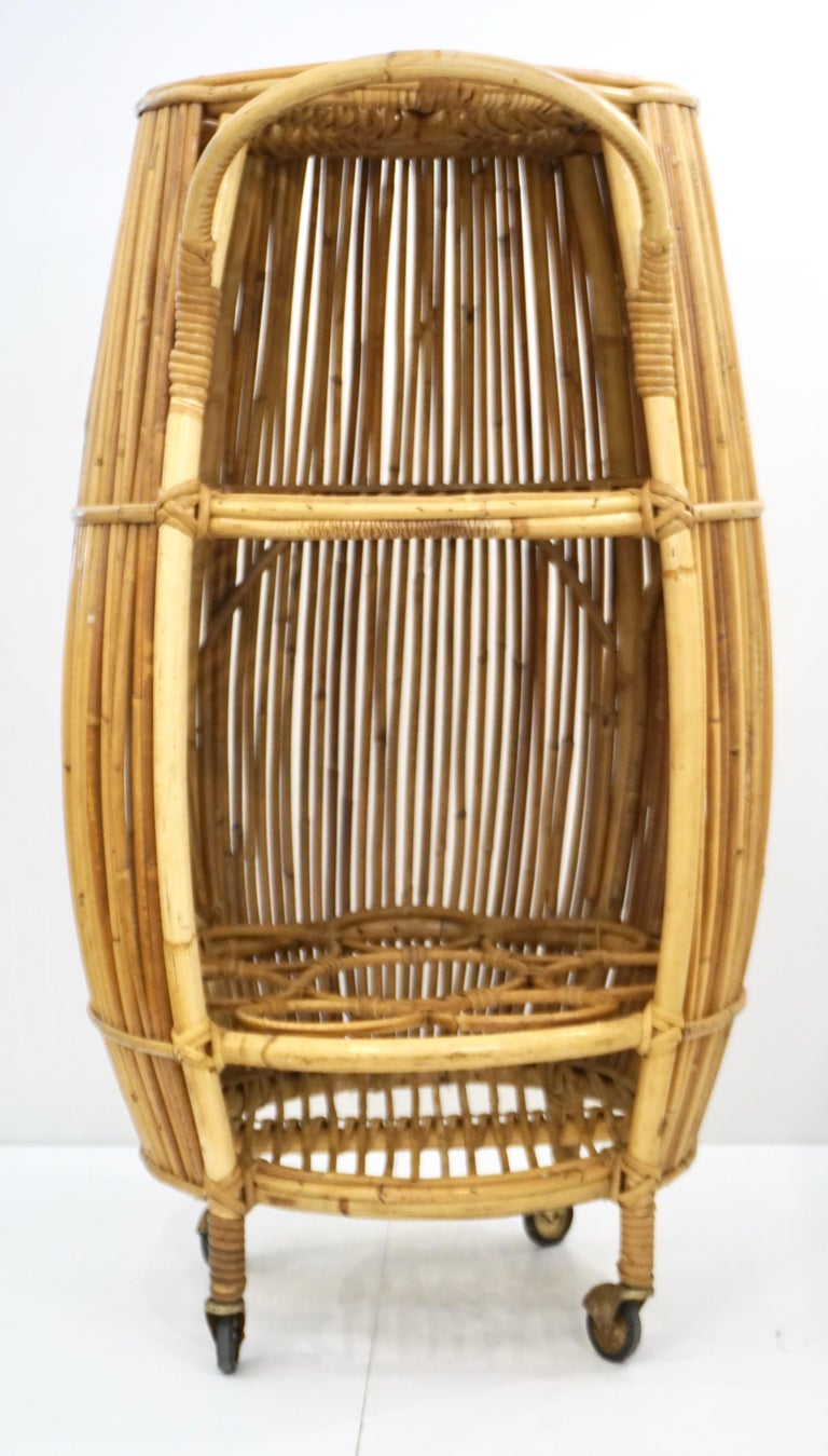 1950s Italian Vintage Mid-Century Modern Natural Rattan Cylindrical Bar Trolley For Sale 9