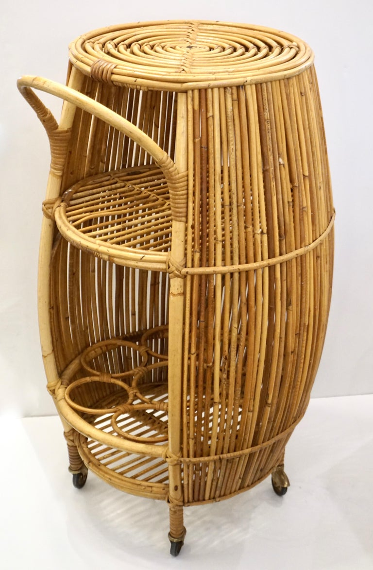 1950s Italian Vintage Mid-Century Modern Natural Rattan Cylindrical Bar Trolley For Sale 11