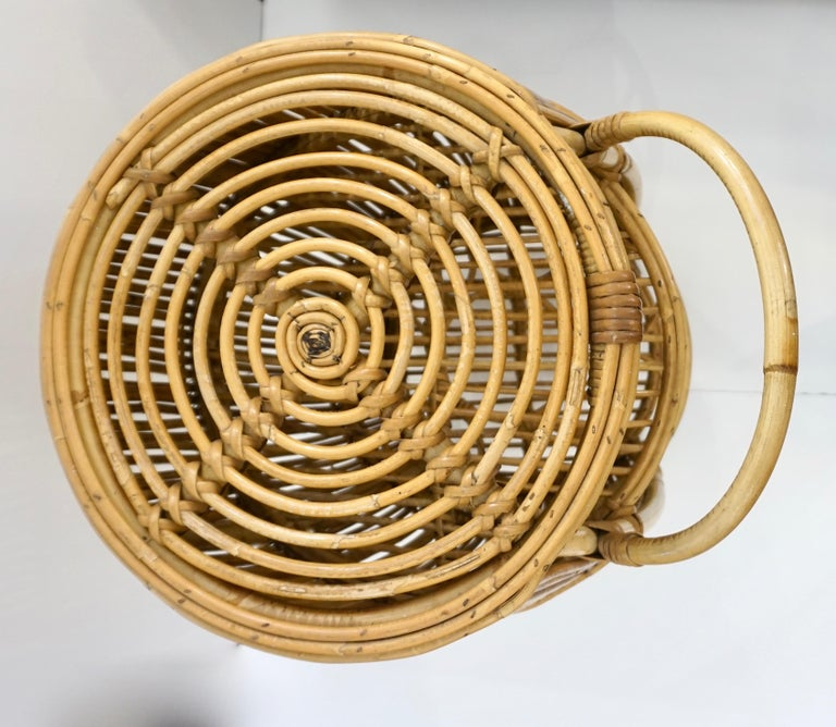 Hand-Crafted 1950s Italian Vintage Mid-Century Modern Natural Rattan Cylindrical Bar Trolley For Sale