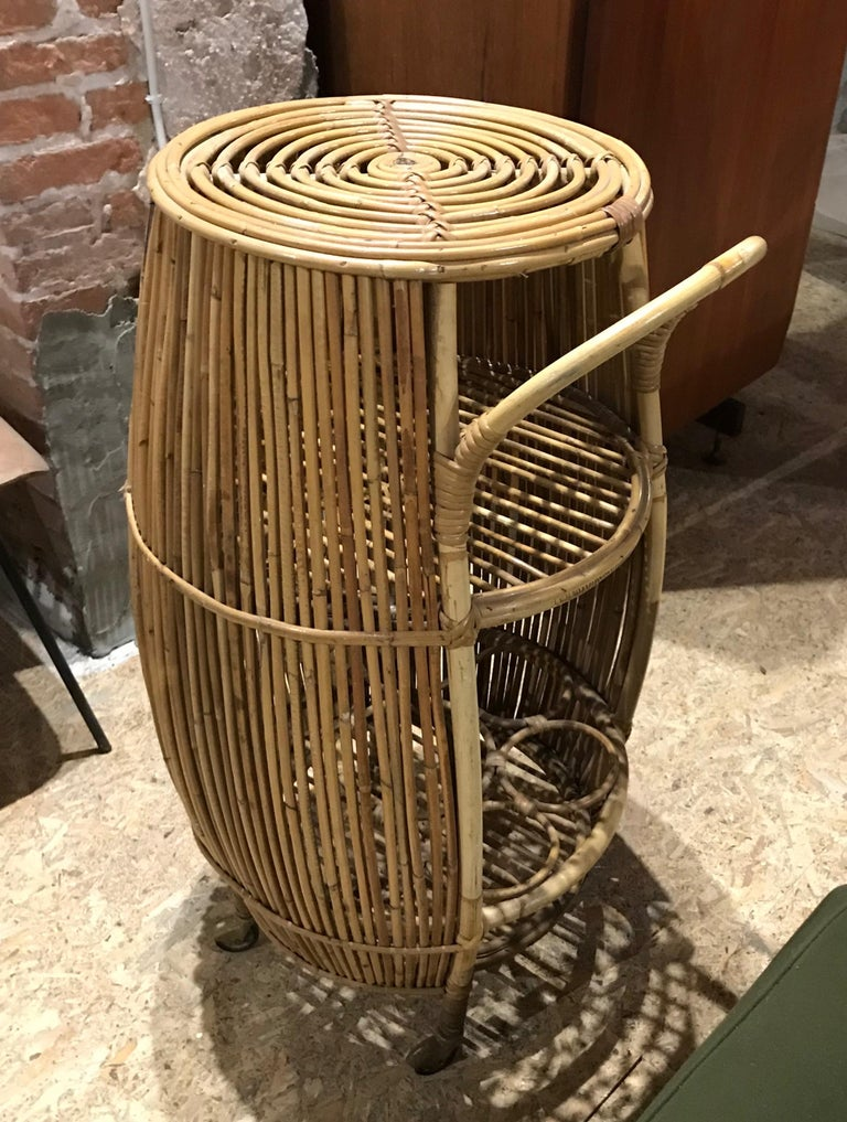 1950s Italian Vintage Mid-Century Modern Natural Rattan Cylindrical Bar Trolley For Sale 1
