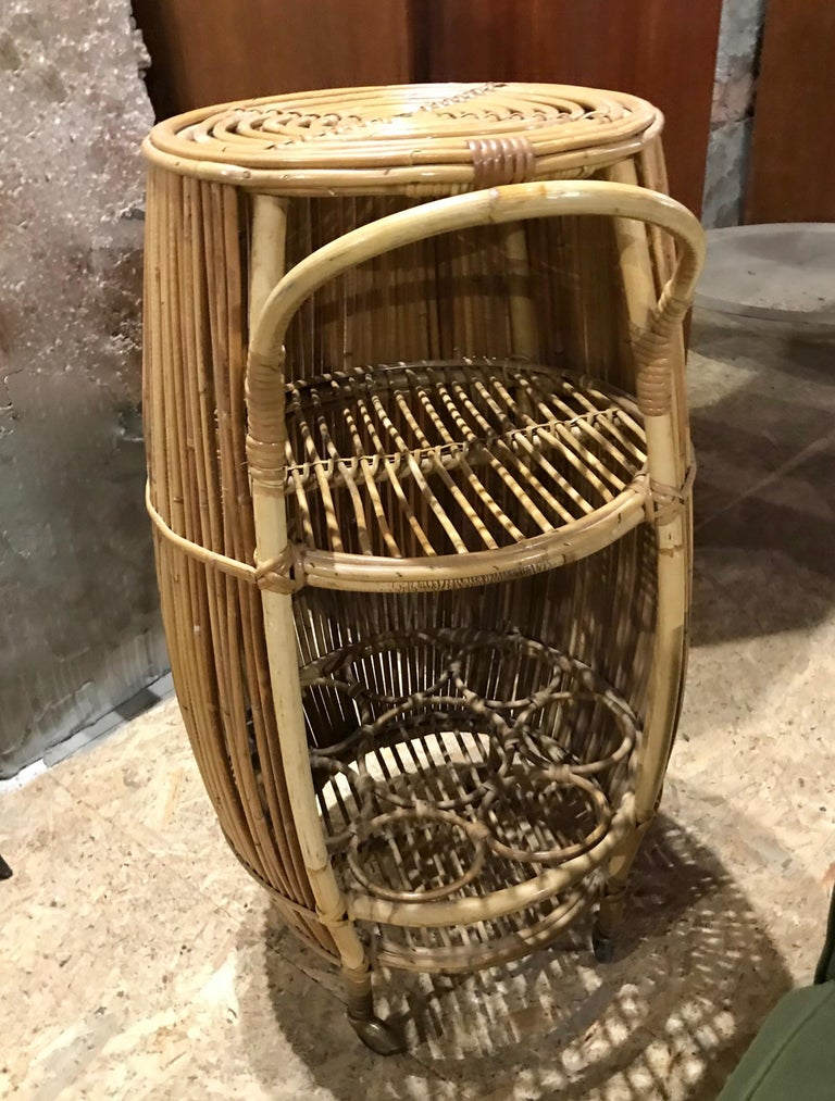 1950s Italian Vintage Mid-Century Modern Natural Rattan Cylindrical Bar Trolley For Sale 2