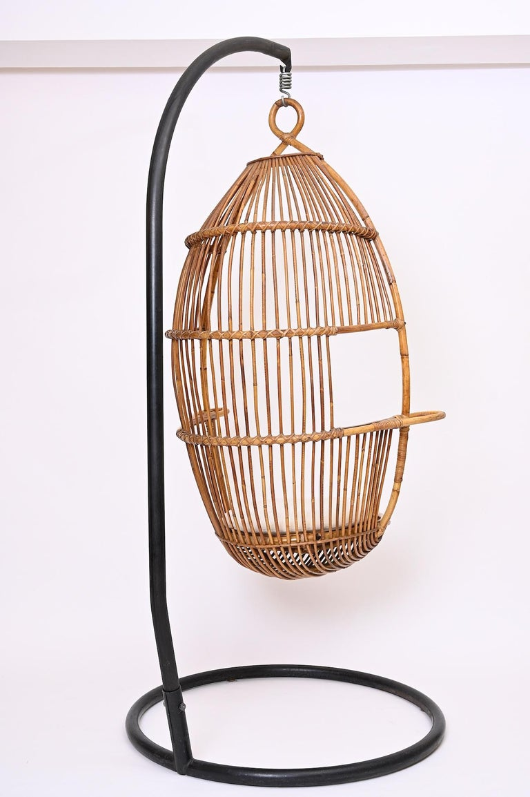 Mid-Century Modern Hanging Rattan Chair, circa 1960 For Sale