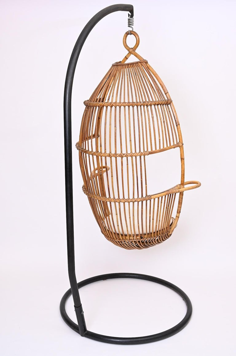 Hanging Rattan Chair, circa 1960 In Good Condition For Sale In London, GB
