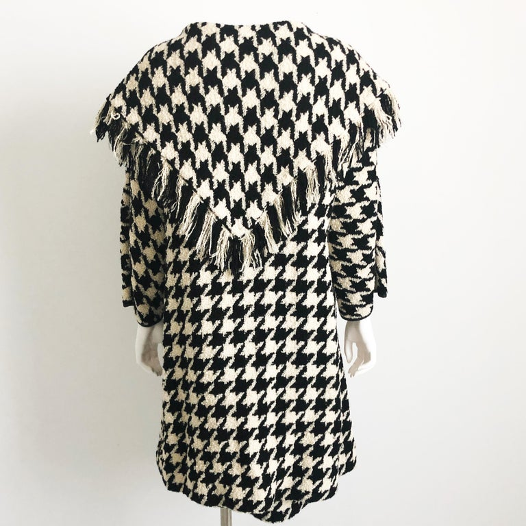 Bonnie Cashin Houndstooth Fringe Coat + Skirt 2pc Ensemble 1960s M In Good Condition For Sale In Port Saint Lucie, FL