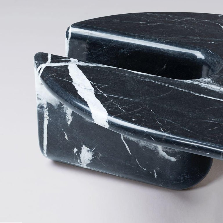 Bonnie & Clyde Nero Marquina Marble Center Table by Dooq In New Condition For Sale In Collonge Bellerive, Geneve, CH