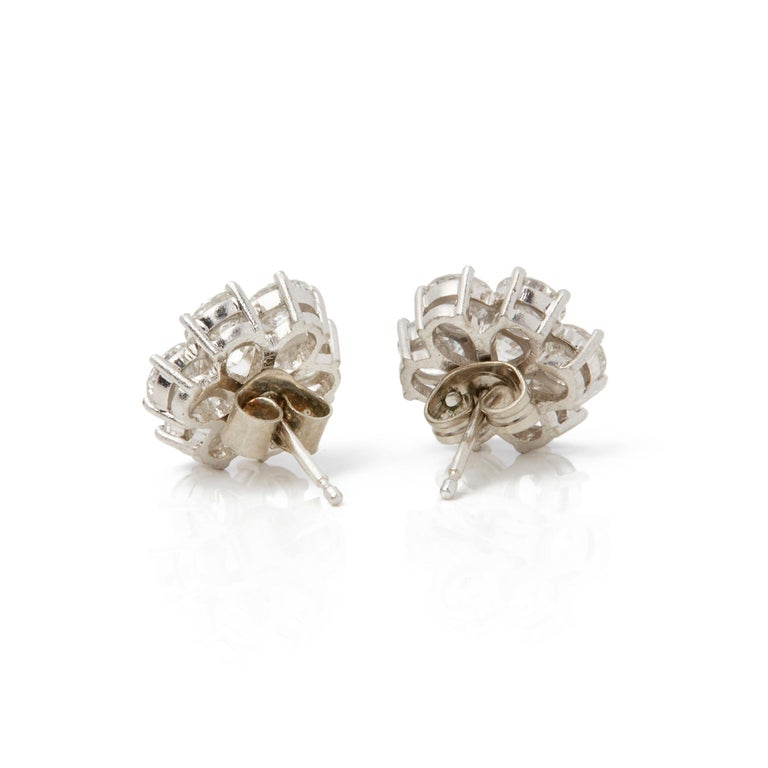 Boodles 18 Karat White Gold Diamond Cluster Stud Earrings In Good Condition For Sale In Bishop's Stortford, Hertfordshire