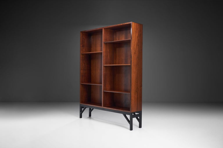 This impressive bookcase designed by Børge Mogensen reflects the Danish designer's aesthetic that was clean and highly functional, creating pieces that stand out despite their restrained design.
