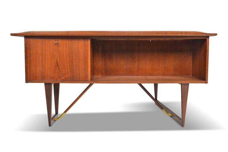 Boomerang Desk in Teak by Peter Lovig Desk For Sale 6