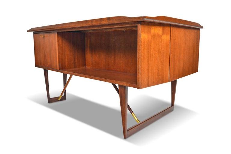 Boomerang Desk in Teak by Peter Lovig Desk For Sale 7