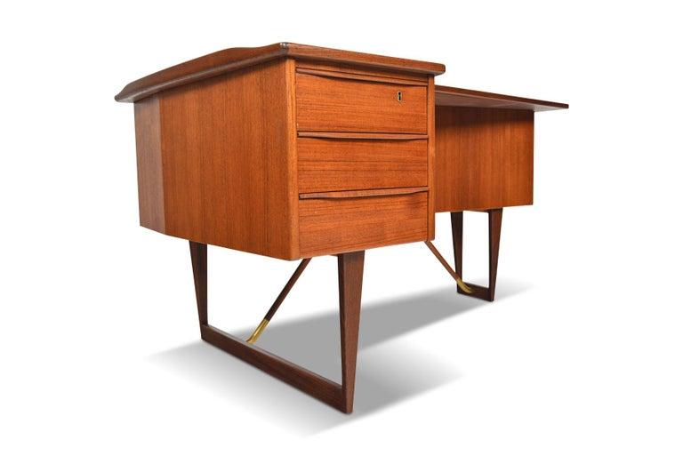 Mid-Century Modern Boomerang Desk in Teak by Peter Lovig Desk For Sale
