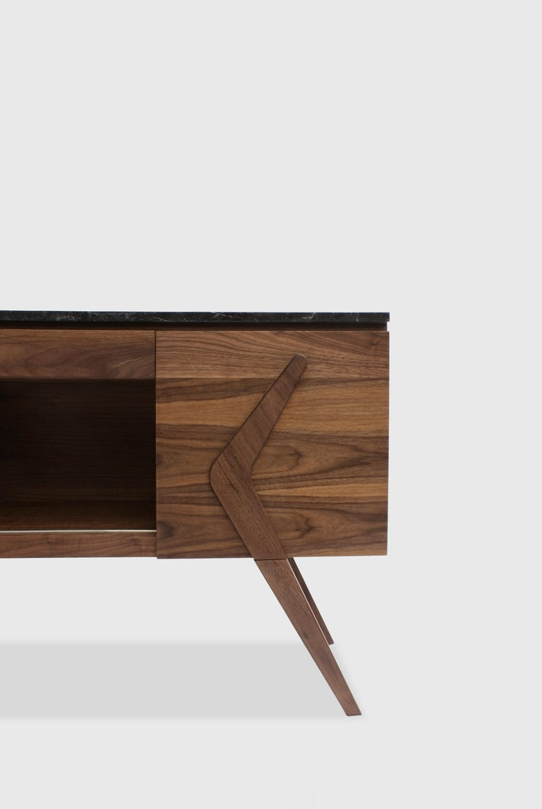 Boomerang is a walnut and marble credenza designed by Arturo Verástegui for BREUR ESTUDIO. This piece is part of Diseño y Ebanistería, BREUR ESTUDIO first ever collection, in which they collaborated with top architects to achieve exceptional