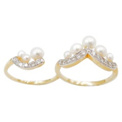 Boon 2 Fingers Graduated Pearl Ring and Diamond Crown 18 Karat Gold