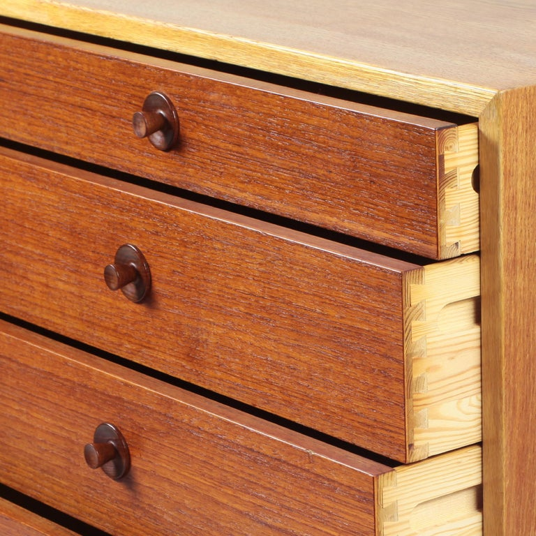Borge Mogensen Chest of Drawers Oak and Teak For Sale 11