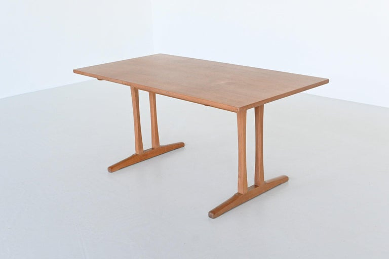 Very nice dining table model C18 designed by Børge Mogensen for Fredericia Furniture, Denmark, 1947. This table is designed in 1947 and produced in 1967. It's inspired by traditional shaker tables. The table is made of soaked oak, it features a
