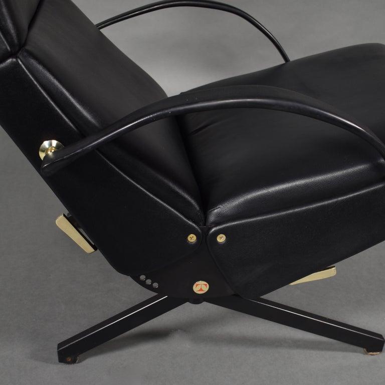 Borsani P40 Lounge Chair for Tecno, Italy, circa 1970 For Sale 4