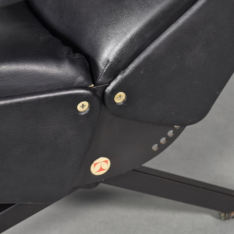 Borsani P40 Lounge Chair for Tecno, Italy, circa 1970 For Sale 10