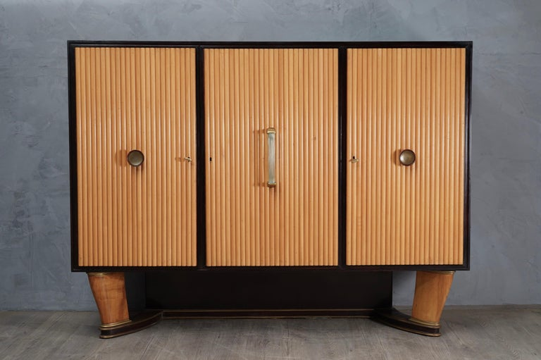 Wonderful Borsani bookcase in maple wood, with perfect
