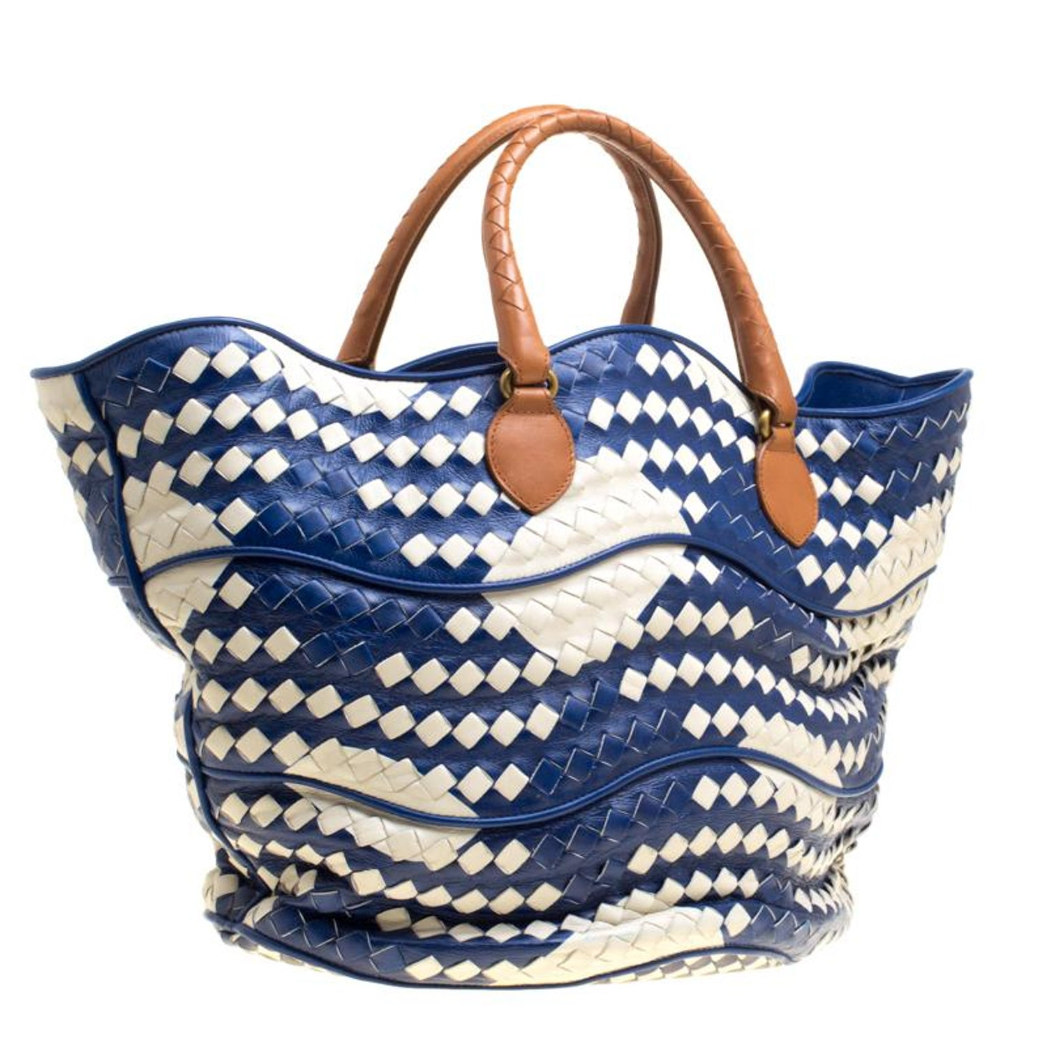 38049a19681e Bottega Veneta Blue White Intrecciato Leather Bucket Bag For Sale at 1stdibs