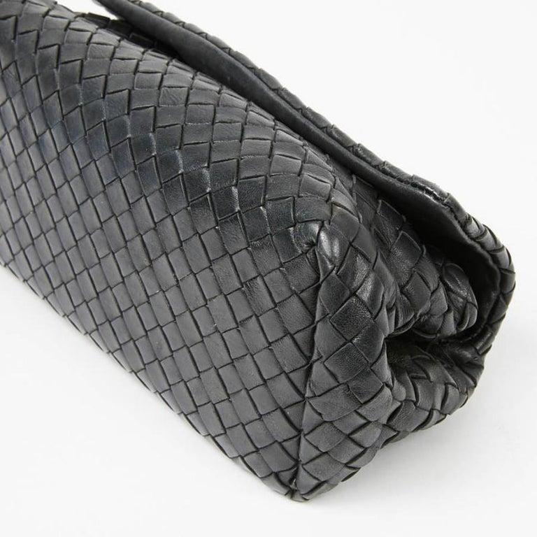 BOTTEGA VENETA Braided Leather Clutch In Good Condition For Sale In Paris, FR