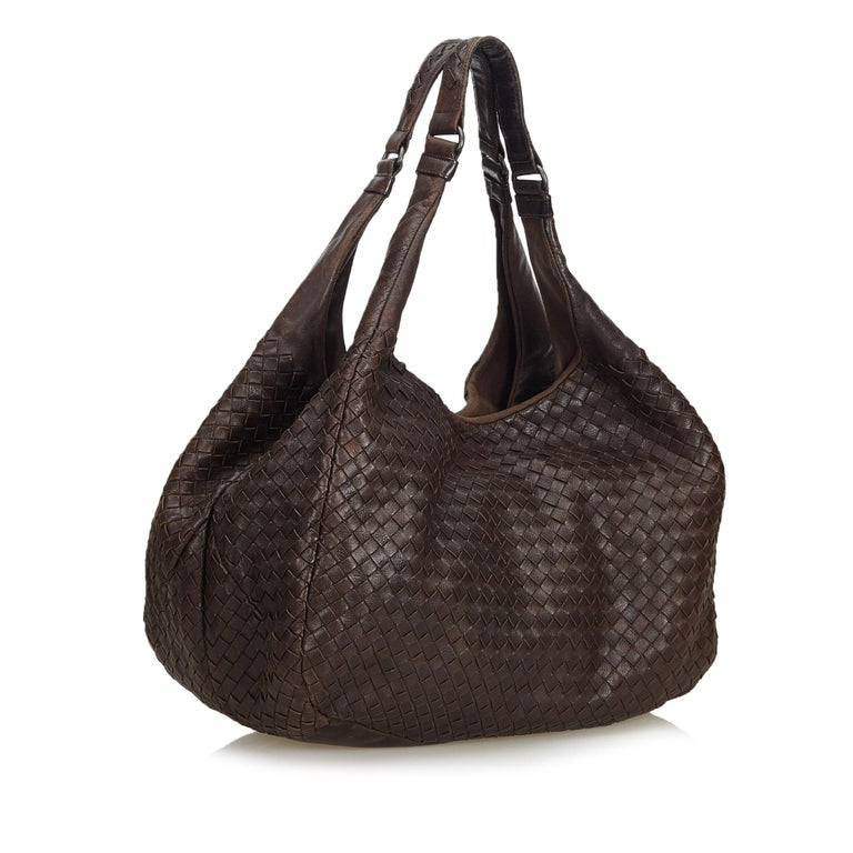 92ed40e35a1f Bottega Veneta Brown Intrecciato Campana Hobo Bag For Sale. This hobo bag  features a woven leather body
