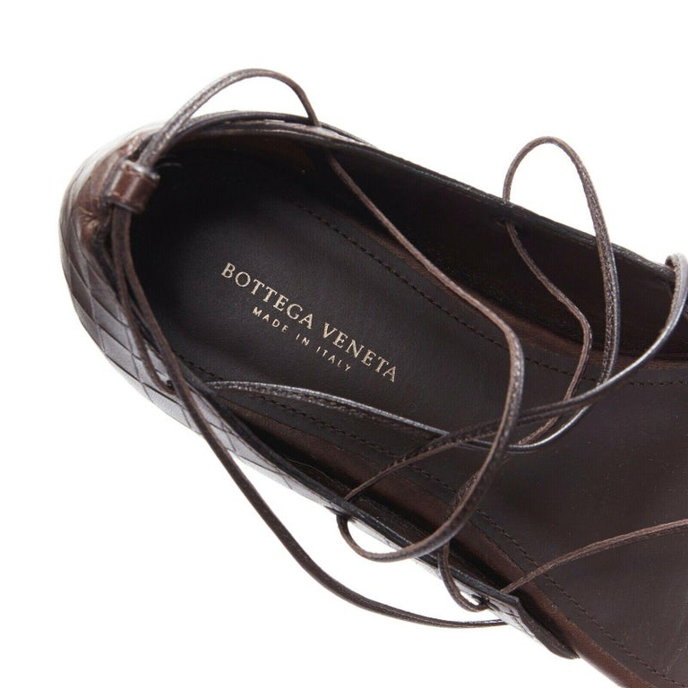 BOTTEGA VENETA brown intrecciato woven leather lace up thong flat sandals EU37 For Sale 5