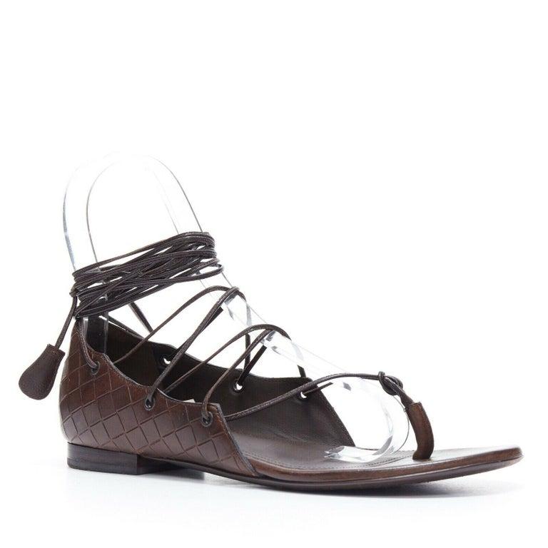 Black BOTTEGA VENETA brown intrecciato woven leather lace up thong flat sandals EU37 For Sale