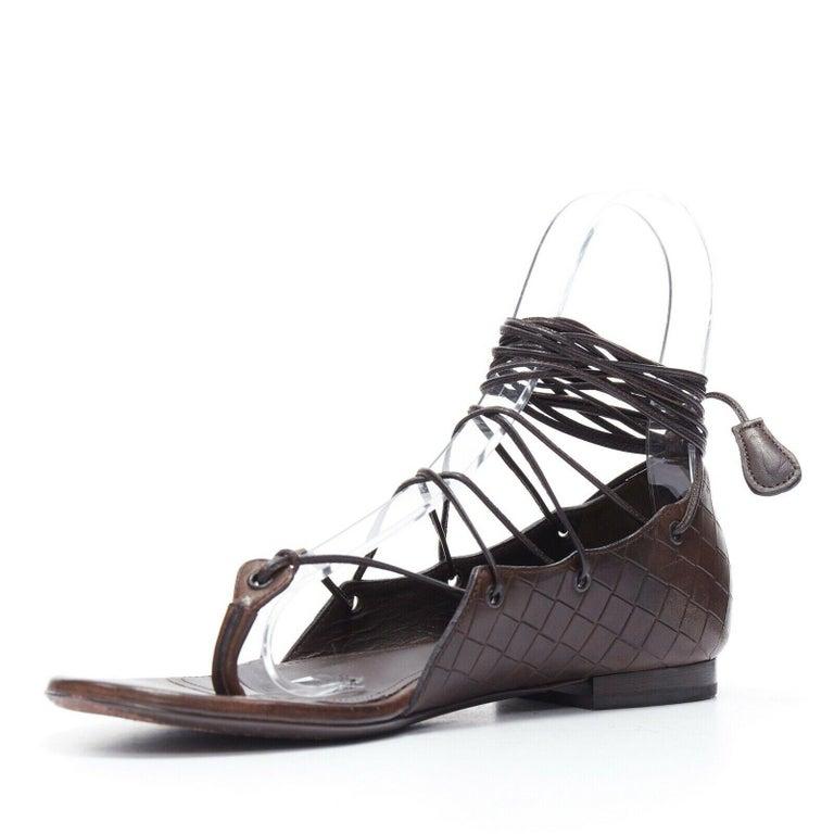 Women's BOTTEGA VENETA brown intrecciato woven leather lace up thong flat sandals EU37 For Sale