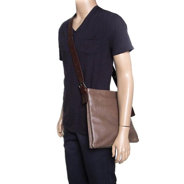 Bottega Veneta Brown Leather Messenger Bag In Good Condition For Sale In Dubai, AE